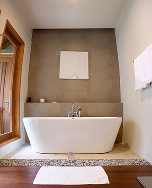 Selecting Your Bathtub Of Choice Comparing Freestanding Tubs To Built Ins Bathroom Remodeler